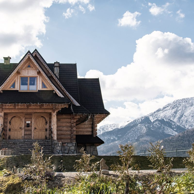 Wierchowa Chata Kościelisko dom góralski z widokiem na Tatry 97